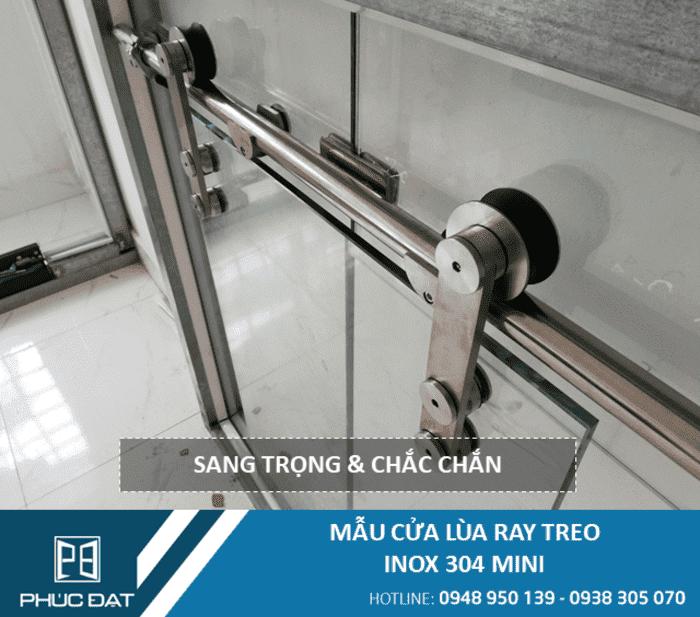Mẫu cửa lùa inox 304 trưng bày sử dụng kính cường lực Việt Nhật 10mm, nhận giá kính cường lực 10mm việt nhật ngay lập tức khi liên hệ hotline 0938 305 070