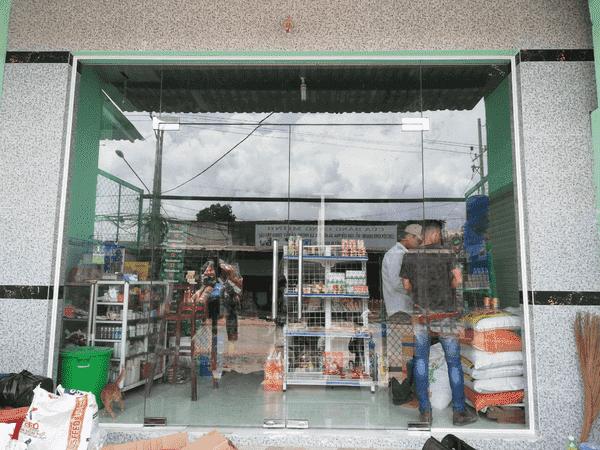 Cửa kính cửa hàng 2 cánh