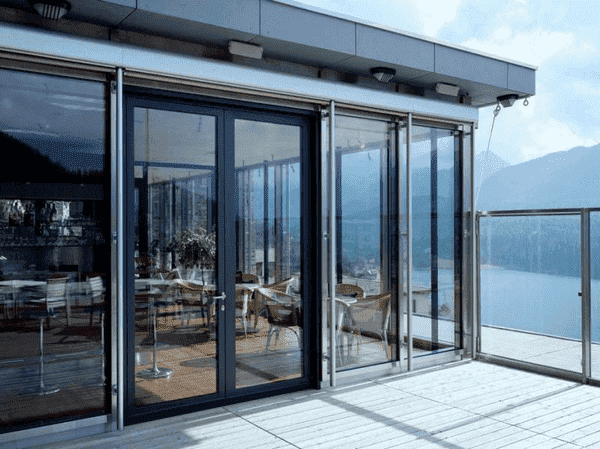 Cửa nhôm màu xám phù hợp cho nhiều công trình, kiến trúc