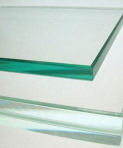 Có tỉ lệ lẫn tạp chất thấp, kính cường lực Việt Nhật sẽ có màu ánh xanh đậm hơn các loại kính khác