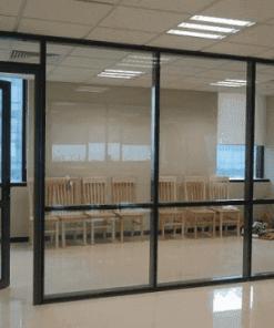 Những tấm vách kính cũ có thể tận dụng được giúp bạn tiết kiệm được kha khá chi phí khi chuyển văn phòng, chuyển nhà
