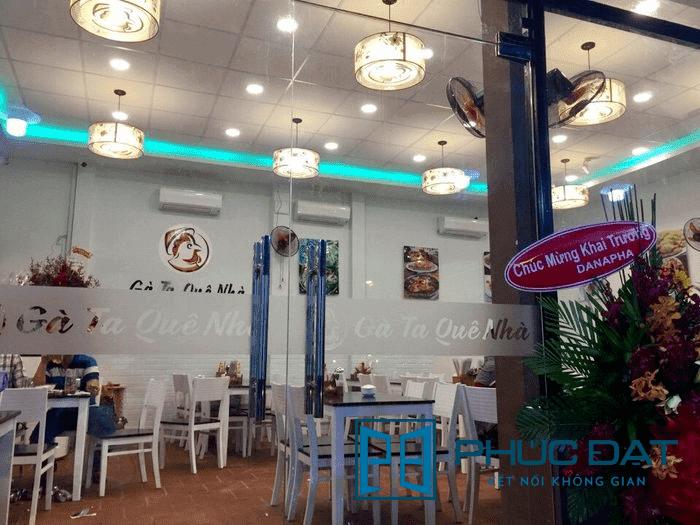 Cửa kính bản lề sàn 2 cánh nhà hàng Gà Ta Quê Nhà