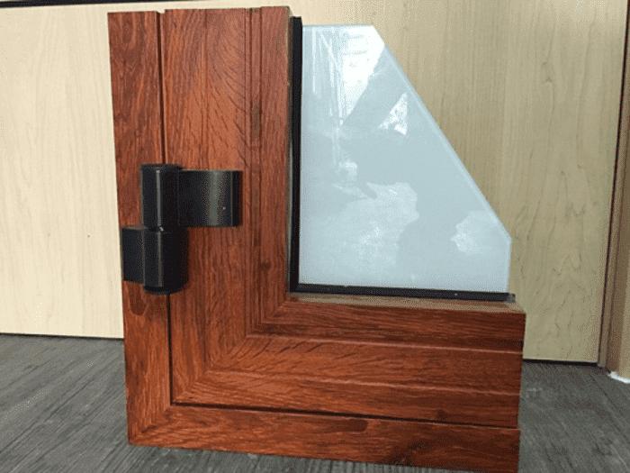 Mẫu cửa nhôm Xingfa vân gỗ đẹp mở quay do Phúc Đạt thi công hạng mục cửa nhôm vân gỗ