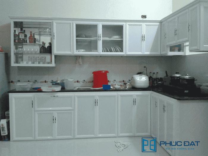 Nếu không có nhiều tài chính thì mẫu tủ bếp nhôm kính trắng sứ giá rẻ này sẽ là sản phẩm phù hợp với bạn.