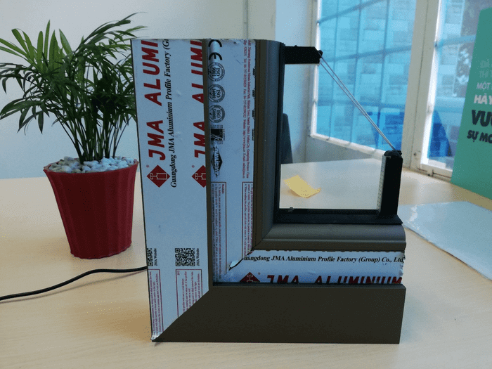 Thanh nhôm JMA với tem dán xuất xứ và thông tin chi tiết, được sản xuất trực tiếp tại nhà máy Guangdong JMA Aluminium Profile Factory (Group) Co.,LTd.