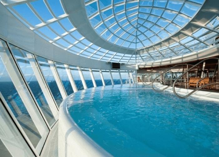 Mái kính cường lực hồ bơi trên sân thượng