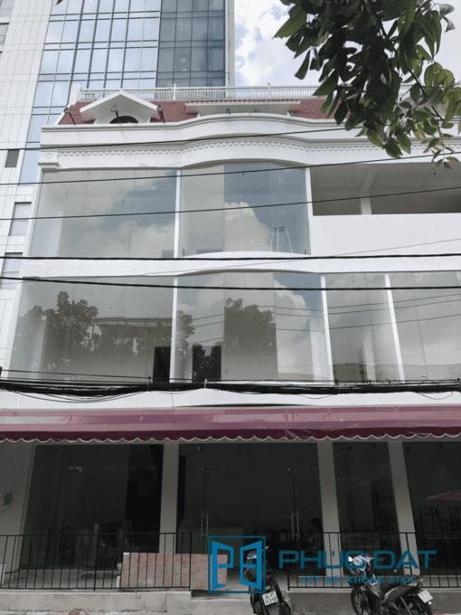 Mặt dựng kính khổ lớn tòa nhà văn phòng