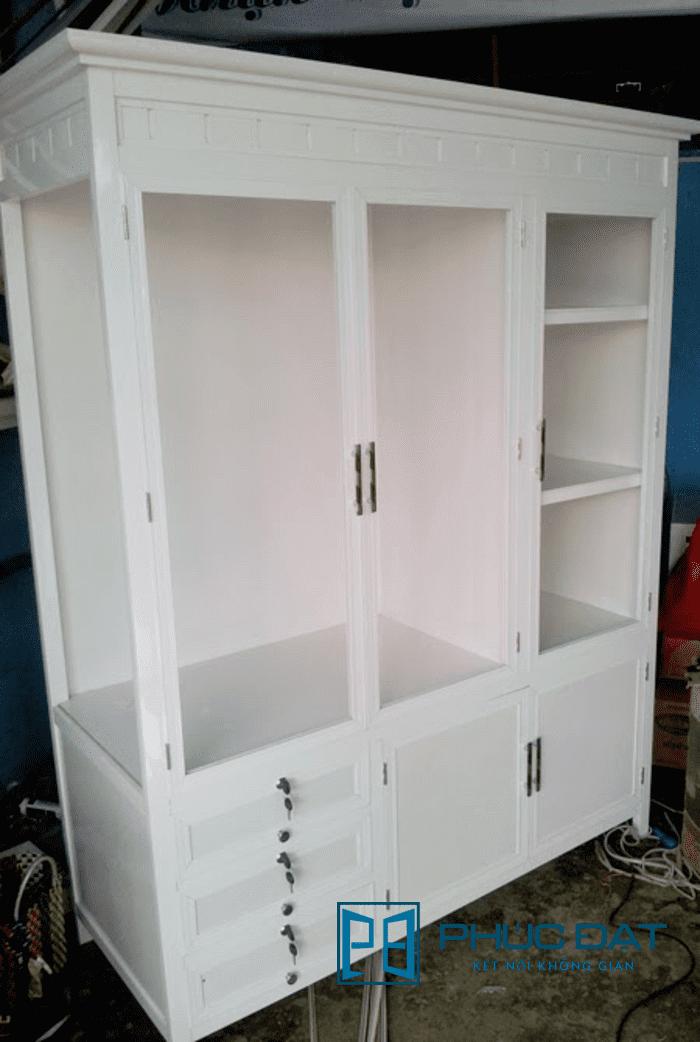 Tủ quần áo 3 buồng, trong đó 1 buồng ngăn thành nhiều hộp tủ