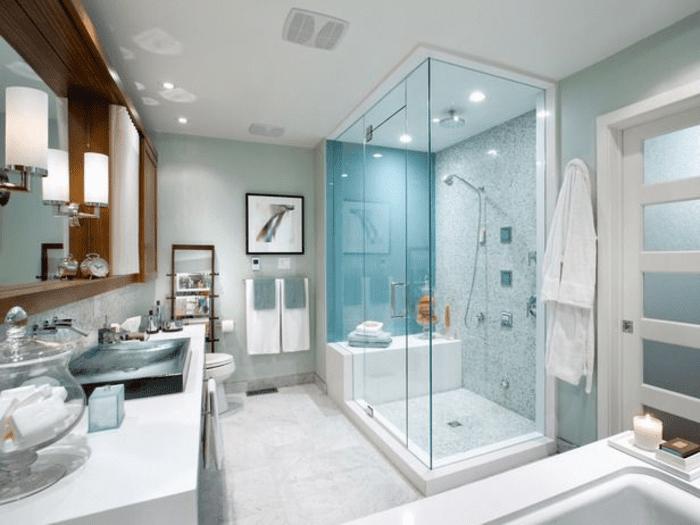 Mẫu phòng tắm vuông cửa mở quay cao cấp lắp đặt cho khách sạn.