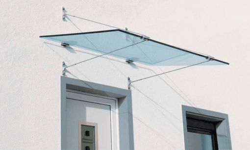 Thường xuyên vệ sinh mái hiên kính để sử dụng được lâu hơn và giữ được nét thẩm mỹ cho công trình