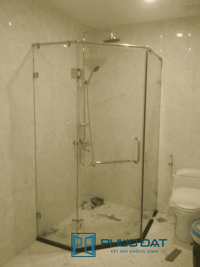 Cabin phòng tắm kính thiết kế 135 độ.