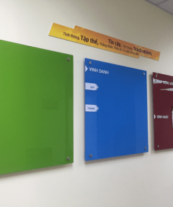 Bảng kính nhiều màu sắc khác nhau truyền tải cảm hứng sáng tạo trong công việc