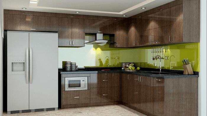Tủ bếp khung inox phối với cánh nhôm hợp kim và kính bếp màu xanh lá.