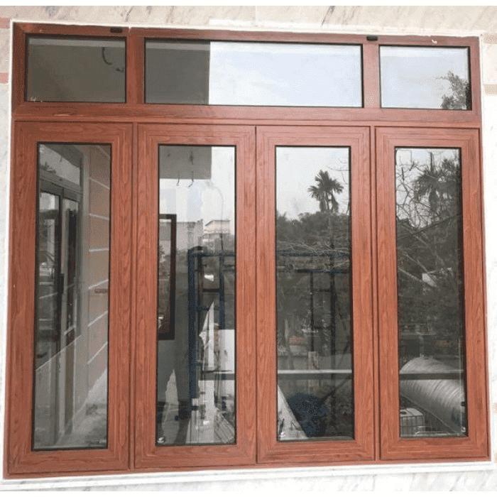 Mẫu cửa kính 4 cánh đẹp sử dụng chất liệu nhôm giả gỗ cao cấp do Phúc Đạt thi công.
