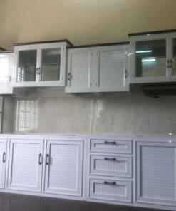 Tủ bếp nhôm kính trắng sơn tĩnh điện giá rẻ.