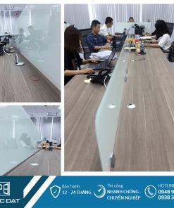 Vách ngăn bàn làm việc bằng kính văn phòng công ty Damco