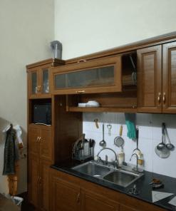 Bạn cũng có thể chọn tủ bếp nhôm vân gỗ đựng chén bát, giống gỗ đến 95% đến nỗi chính cả bạn cũng không phân biệt được đó nhé.