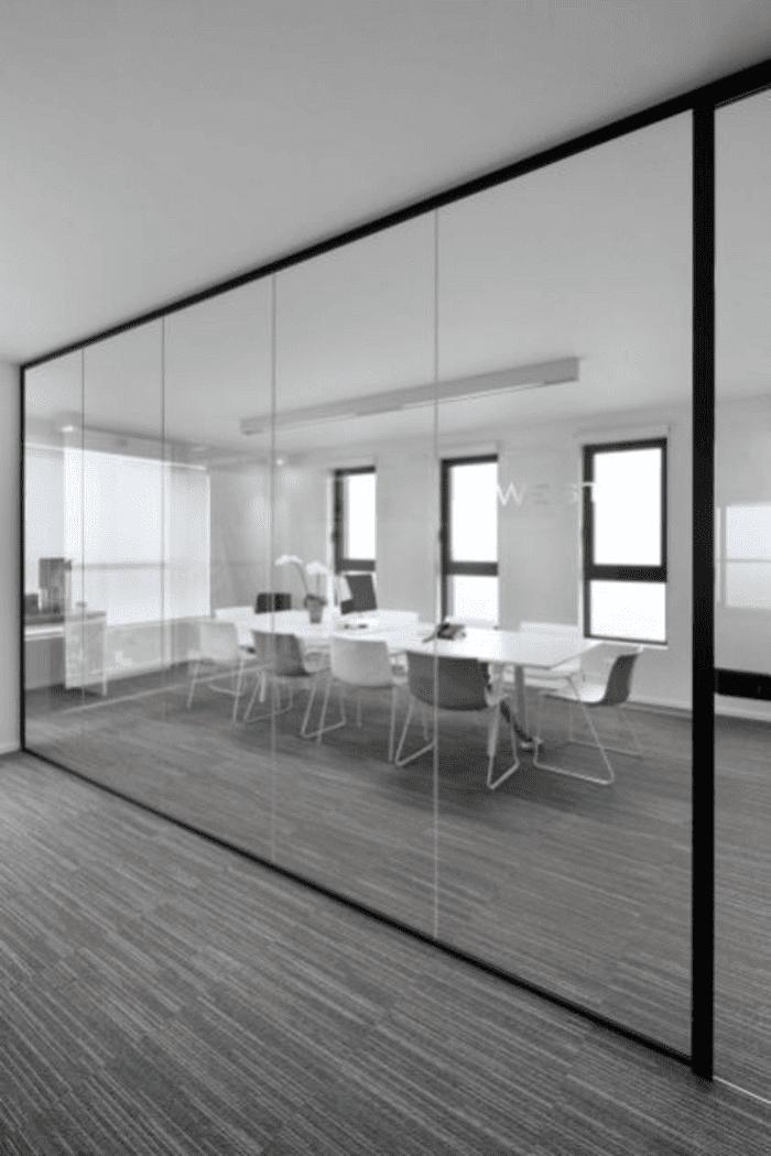 Vách kính khung sắt cho văn phòng.