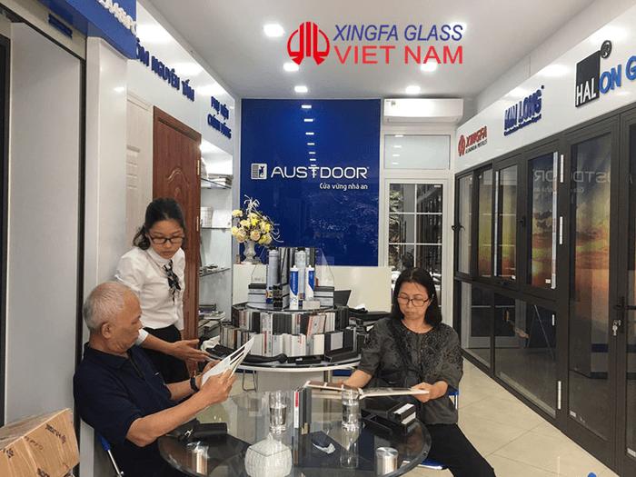 Khách hàng tham quan Showroom Công ty Cổ Phần Xingfa Glass Việt Nam