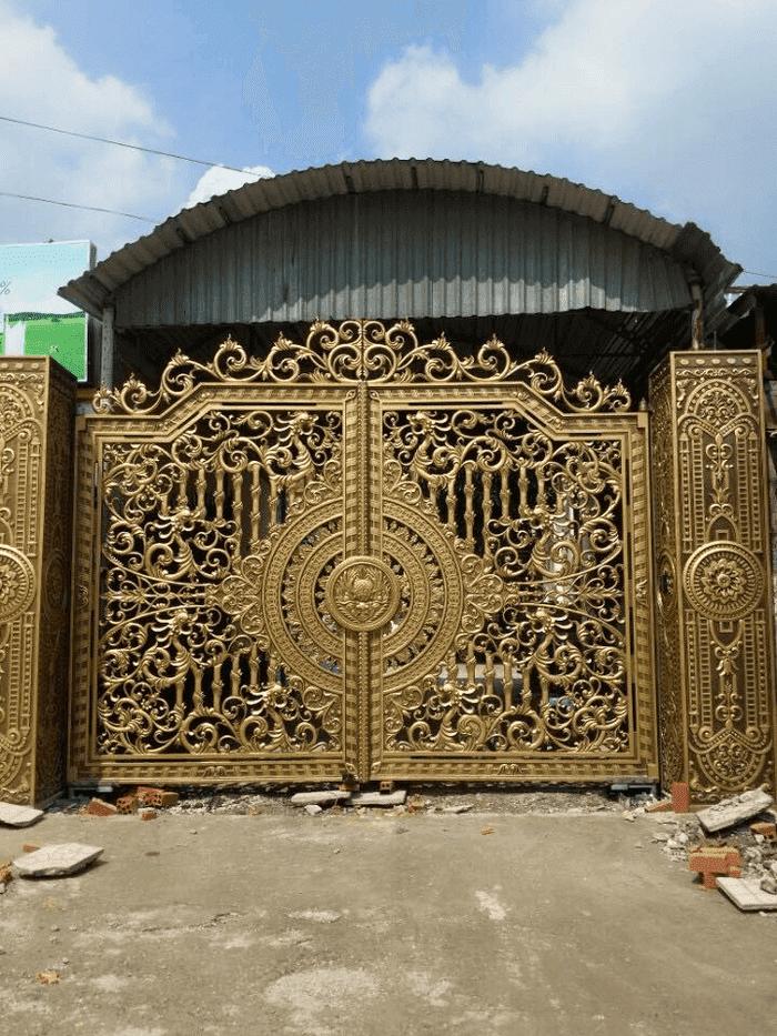 Mẫu cổng nhôm hoàn thiện cực kì đẹp với giá tốt