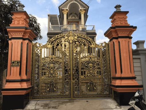 Cổng biệt thự đẹp bằng nhôm đúc.