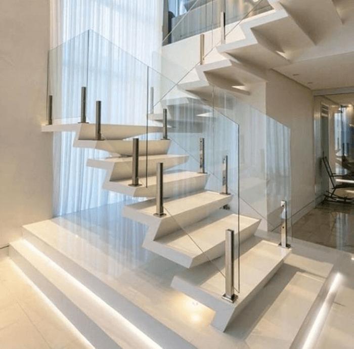 Mẫu cầu thang kính không tay vịn đẹp kết hợp với cầu thang giật cấp.