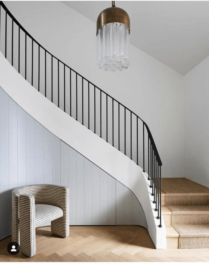 Mẫu phòng khách nhà ống có cầu thang sắt đẹp.
