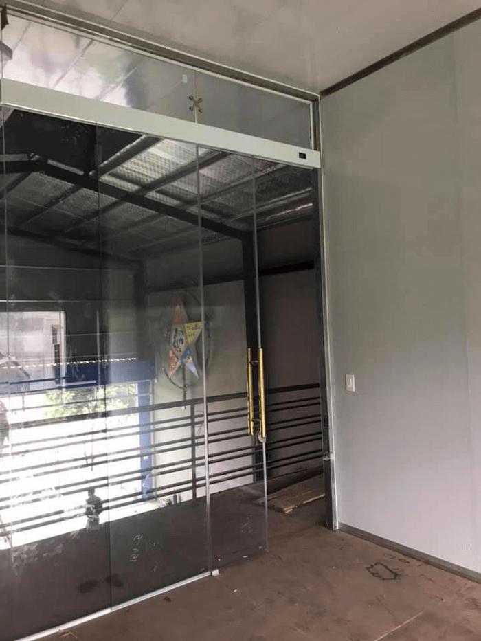 Phúc Đạt lắp đặt cửa trượt bán tự động tại TpHCM