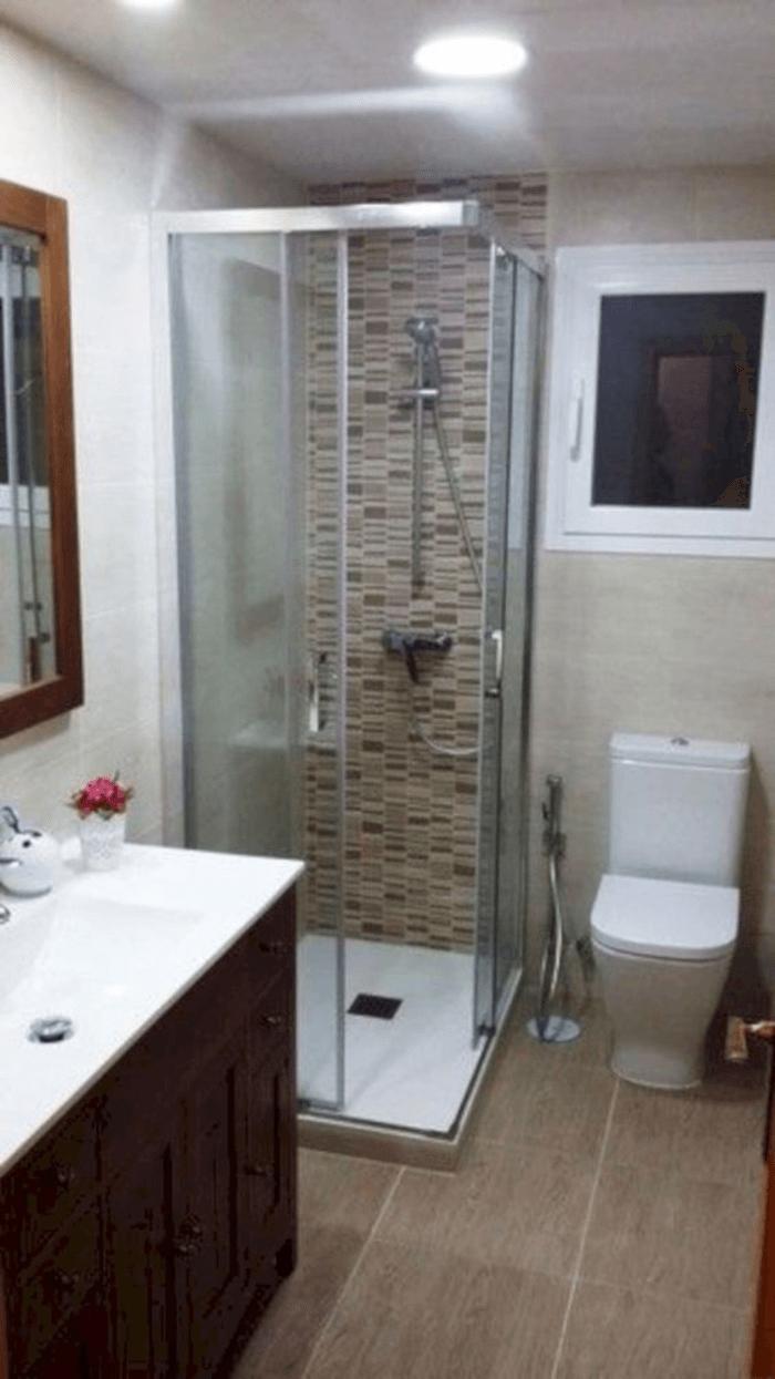 Mẫu bồn tắm đứng góc thiết kế nhỏ gọn giá rẻ.