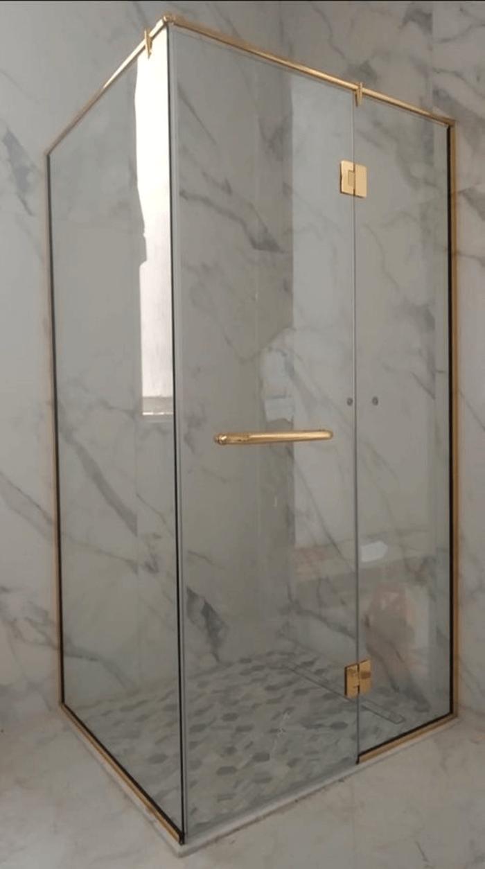 Mẫu cabin kính nhà tắm không sử dụng khay tắm thi công lắp đặt bởi Phúc Đạt.