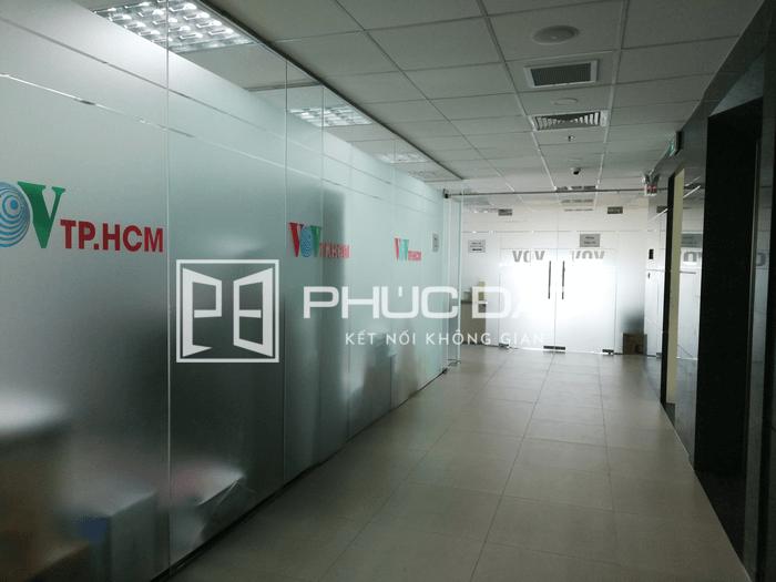 Vách kính khung nẹp nhôm cơ bản - Công trình văn phòng VOV Nguyễn Thị Minh Khai.