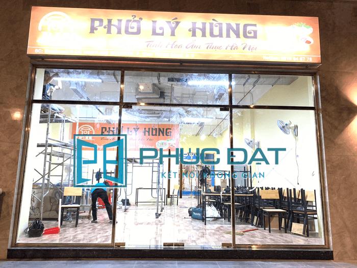 Lắp đặt cửa kính cường lực tại Quận 2, TpHCM cho nhà hàng phở Lý Hùng.