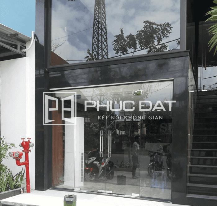 Công trình cửa kính và vách kính cường lực 12mm ở Đà Nẵng.