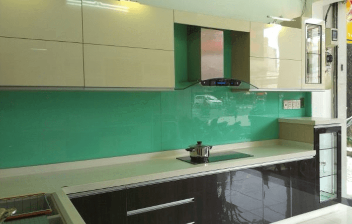 Kính bếp xanh ngọc.