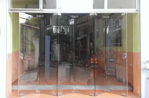 Cửa kính xếp trượt lắp tại TpHCM