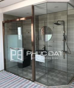 Sản phẩm phòng tắm kính Phúc Đạt lắp đặt cho khách sạn 2 sao tại TpHCM.