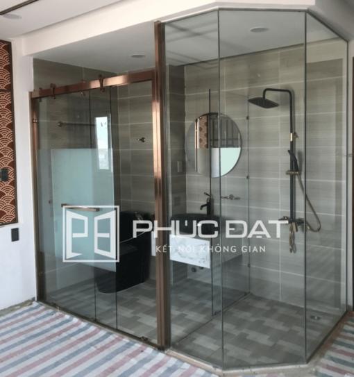 Mẫu phòng tắm kính khung inox lắp đặt cho khách sạn ở Quận Phú Nhuận, TPHCM.