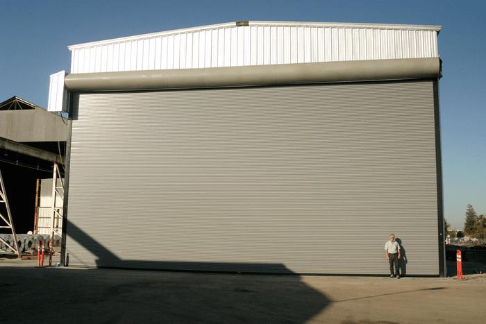 Bộ cửa cuốn siêu trường cho nhà xưởng thi công hoàn thiện.