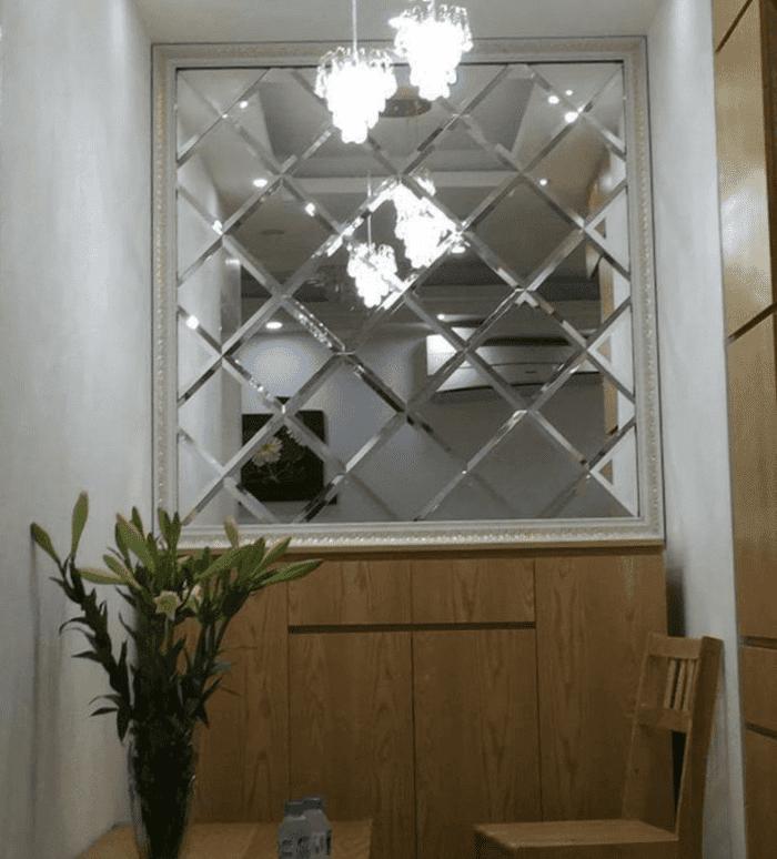 Ngôi nhà trở nên lạ mắt nhờ gương trang trí độc đáo