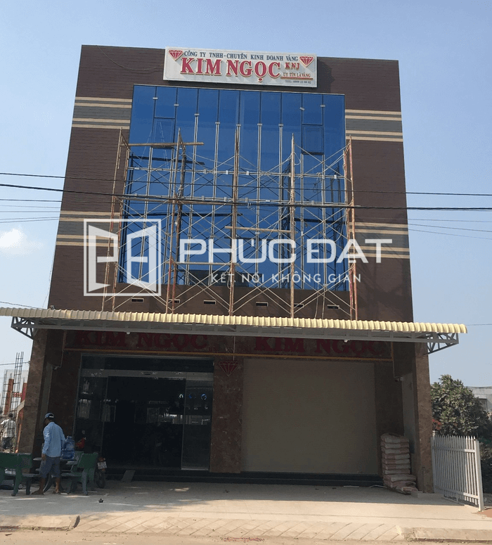 Công trình mặt dựng nhôm kính Xingfa tại Long An – Chợ Long Cang, Huyện Cần Đước