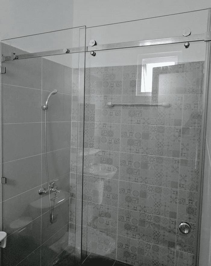 Chi tiết kính & phụ kiện vách kính lùa phòng tắm.