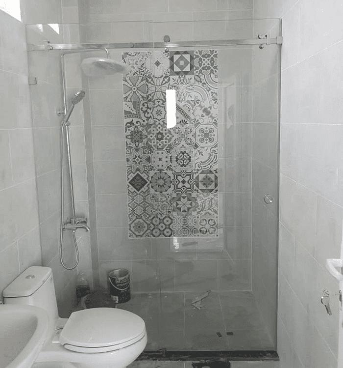 Cabin tắm đứng vách kính.