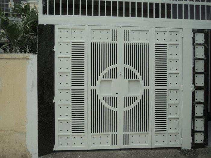 Cổng sắt với thiết kế cực kì an toàn và chắc chắn.