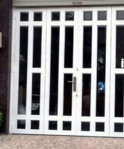 Những bộ cửa sắt hộp đẹp vẫn được khách hàng ưa chuộng do thiết kế cửa ngày càng hợp thị hiếu hơn.