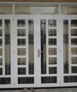 Mẫu cửa sắt kính cường lực điển hình.