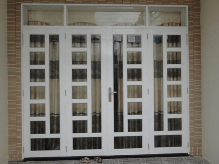 Cửa khung sắt kính cường lực đẹp lắp đặt hoàn thiện.