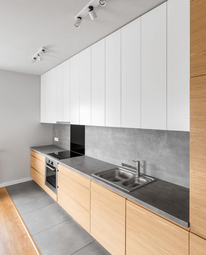 Không chỉ ở bề mặt mà ở các góc cạnh tủ cũng được bít nhựa Acrylic để đảm bảo độ bền cho tủ bếp.