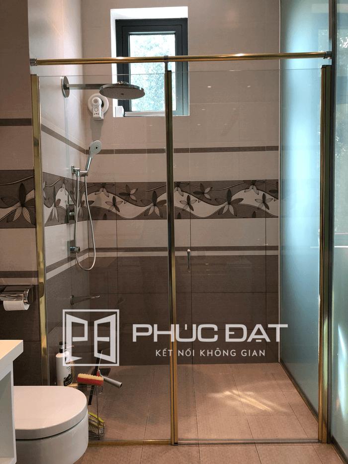 Phụ kiện phòng tắm kính là các chi tiết phối hợp chặt chẽ để tạo nên phòng tắm kính an toàn và bền bỉ.