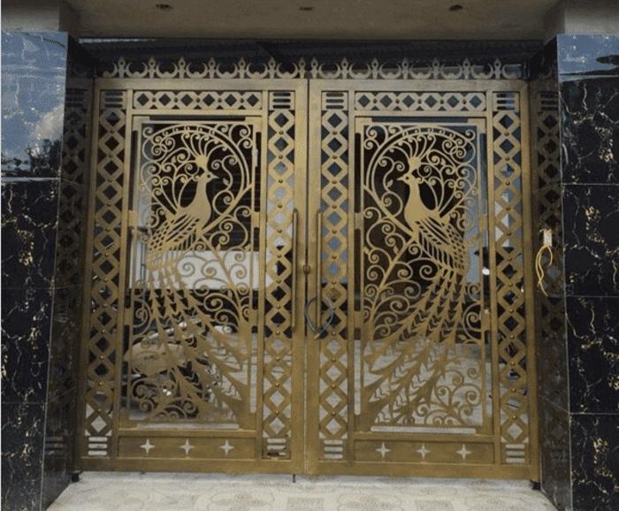Mẫu cửa cổng sắt CNC cắt hình chim công gia công bởi Phúc Đạt.