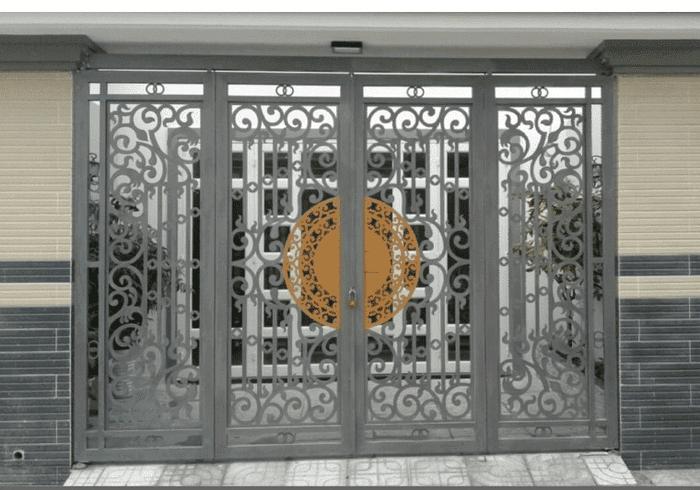 Điểm nhấn thiết kế được sơn màu khác biệt tạo điểm nổi bật cho bộ cổng.